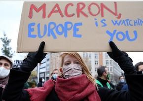 Belçikada Emmanuel Makron və Fransa polisinin zorakılığına qarşı aksiya keçirilib