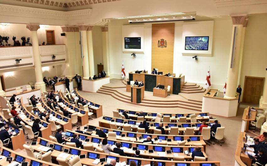 Gürcüstanparlamentində Rusiya himni səsləndirilib