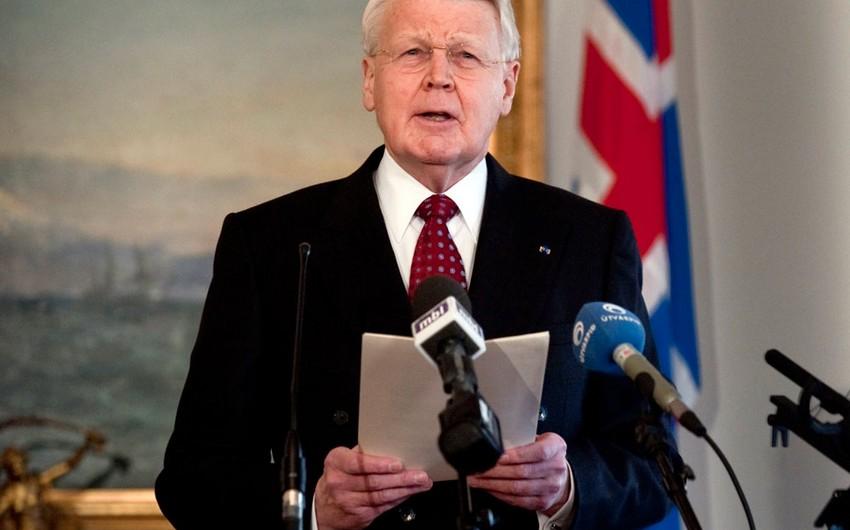 İslandiya prezidenti vəzifəsindən gedir