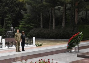 Ilham Aliyev and First Lady visit Alley of Honor and Alley of Martyrs