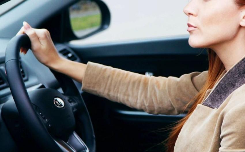Qobustanda qadın sürücü avtomobilini aşırıb, xəsarət alan var