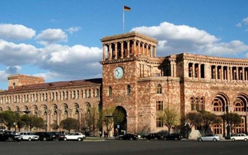 Yerevan Şəhər Şurasının iclasında qadınların iştirakı ilə dava düşüb - VİDEO