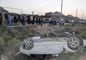 Hacıqabulda minik avtomobili aşıb, sürücü ölüb