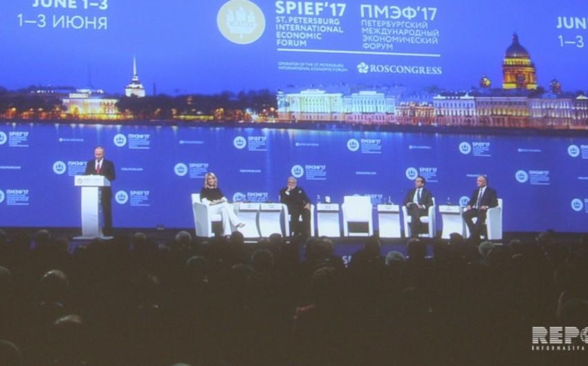 Vladimir Putin SPBİF-2017-dəki çıxışını informasiya texnologiyalarının inkişafına həsr edib