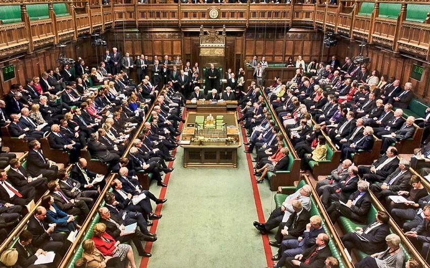 İngiltərə Parlamenti erkən seçkiləri müzakirə edir