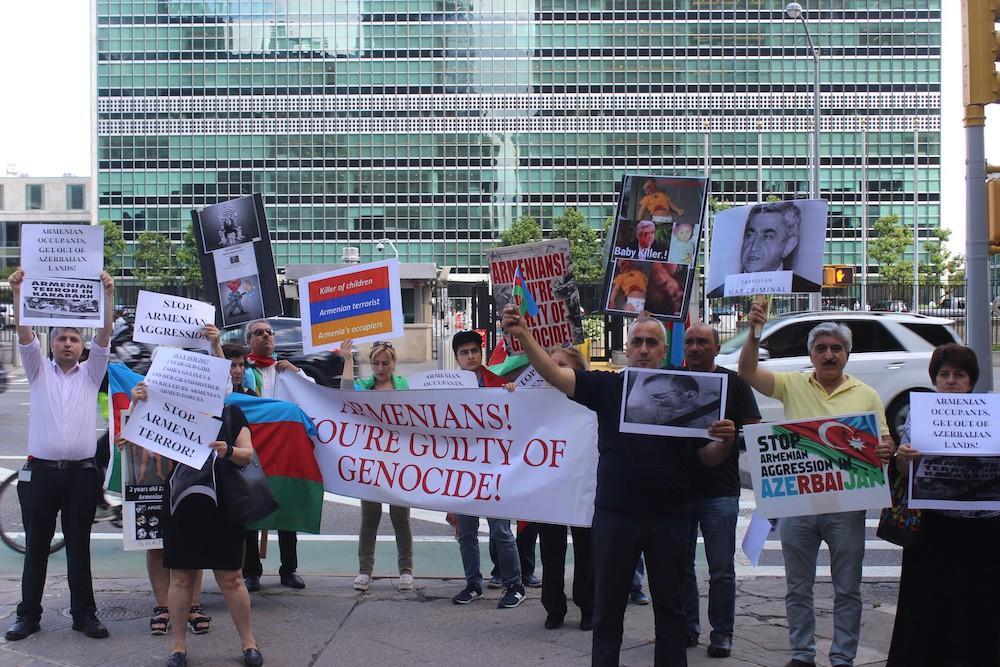 Azərbaycanlılar Nyu Yorkda BMT-nin mənzil-qərargahı qarşısında etiraz aksiyası keçirib