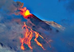 Etna oyandı, 4 km hündürlükdə kül sütunu püskürdü