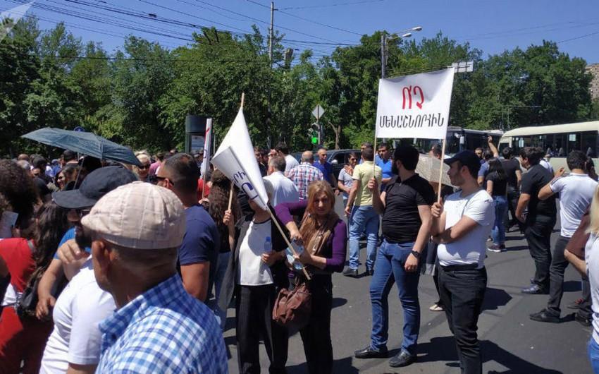 Yerevanda bukmeker kontorlarının əməkdaşları etiraz aksiyası keçiriblər