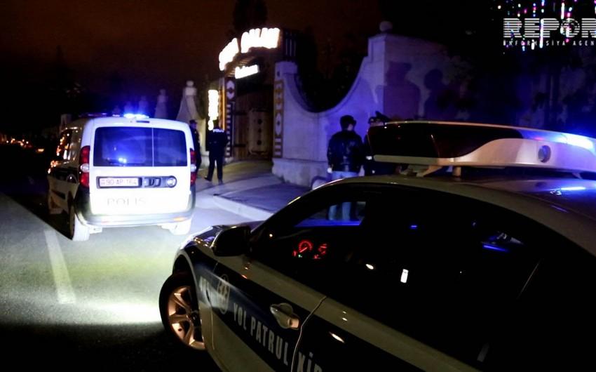 Füzulidə polis əməkdaşı maşını ağaca çırparaq ağır xəsarət alıb
