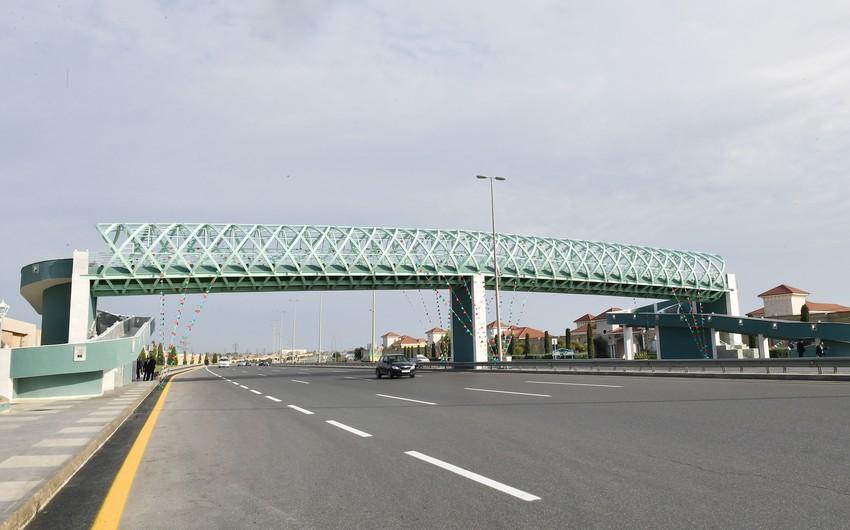 Bu gün açılışı olmuş yerüstü piyada keçidinin uzunluğu 180 metrdir