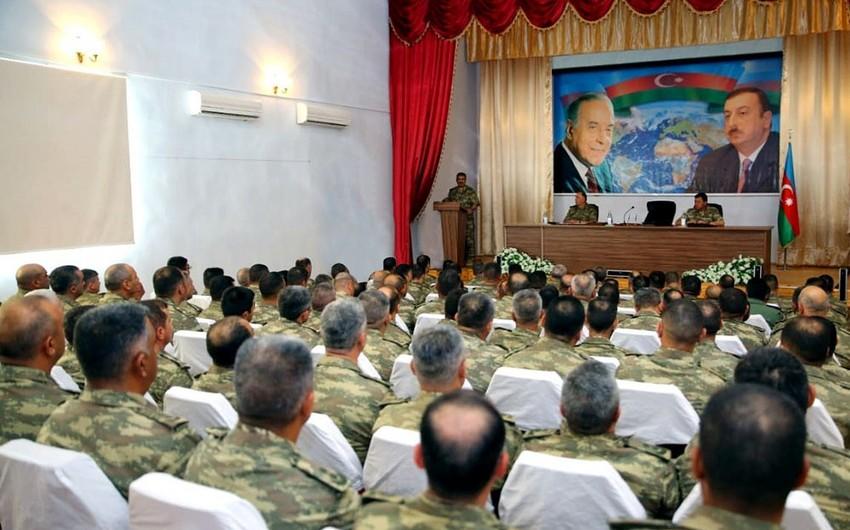 Azərbaycan Ordusunun genişmiqyaslı təlimlərinin yekun müşavirəsi keçirilib