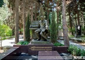 Установлен надгробный памятник народному артисту Арифу Меликову - ВИДЕО