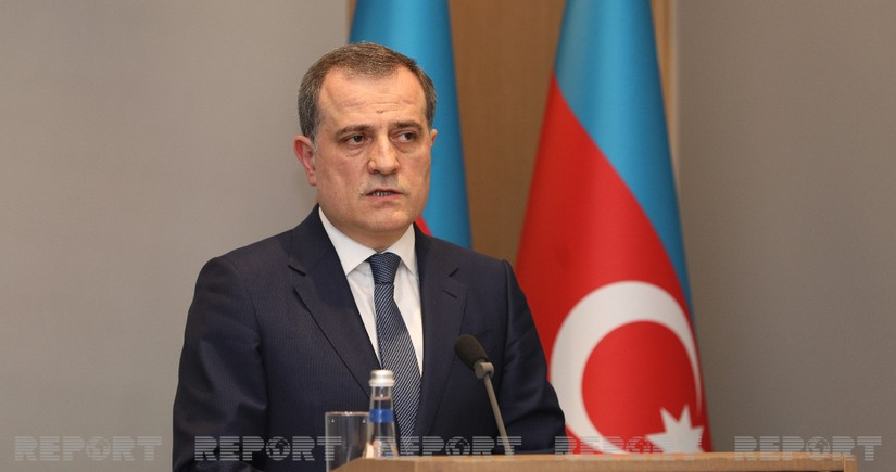 Azerbaijani FM leaves for US