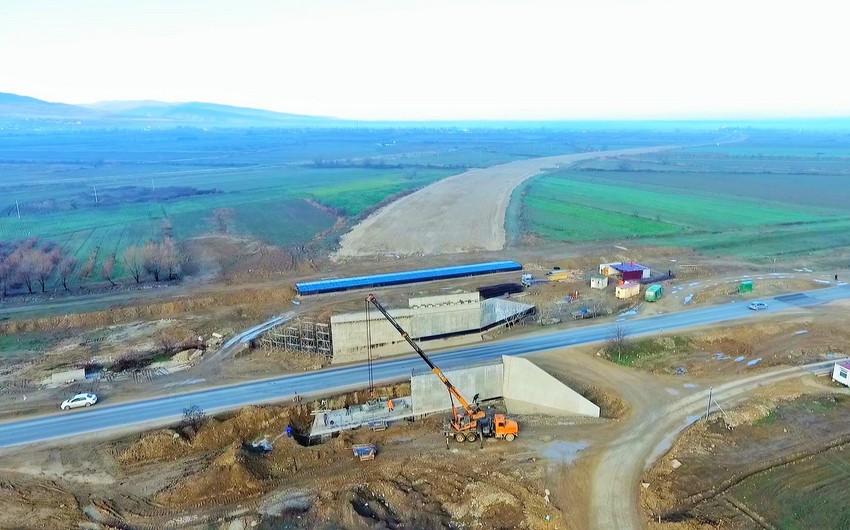 Beynəlxalq avtomobil yolunun 30 km-lik 1-ci hissəsi üzrə tikinti tamamlanıb