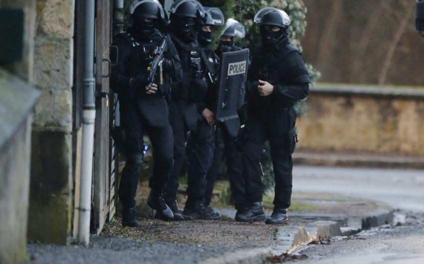 Мужчина захватил заложников во французском банке