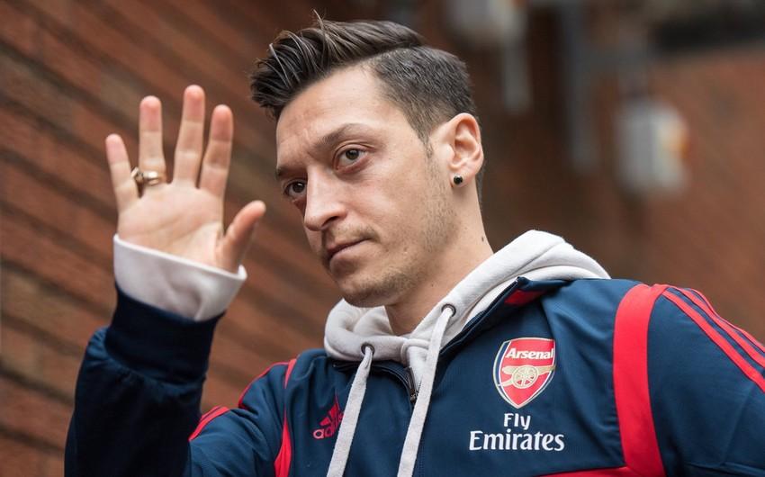 Mesut Ozil Di Si Yunaytedlə danışıqlar aparır