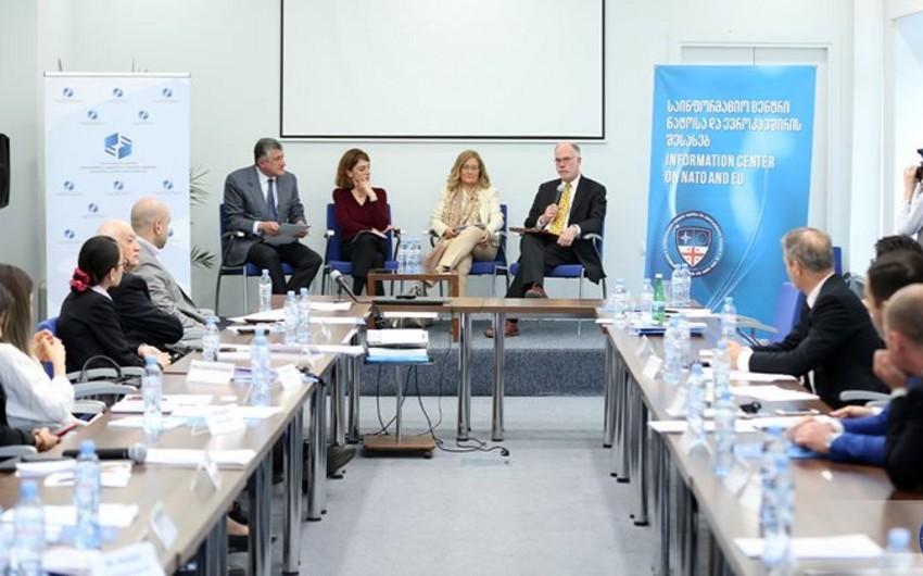 Tbilisidə simpoziumda Azərbaycanın Avropanın enerji təhlükəsizliyindəki rolu müzakirə olunub - FOTO