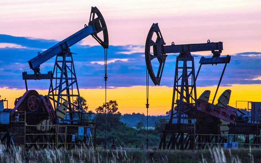 Россия снизила добычу нефти в августе почти на 13%