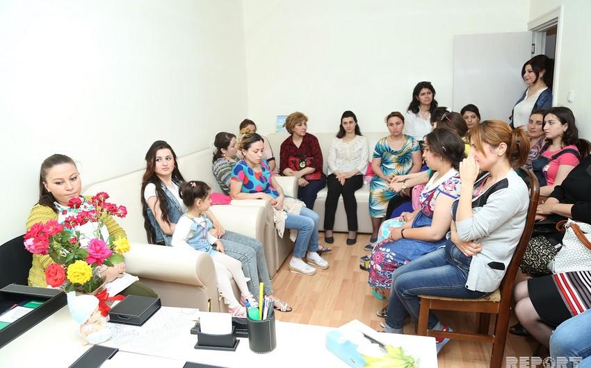 Sumqayıtda hamilə qadınlar üçün məktəbdən - FOTOREPORTAJ