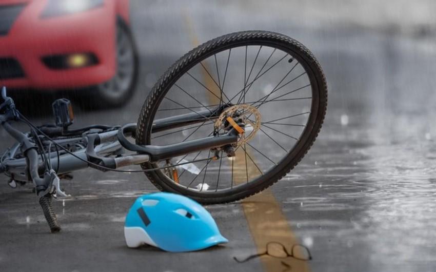 Salyanda avtomobil 17 yaşlı velosipedçini vurdu
