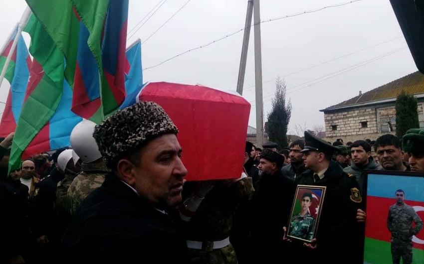 Meyiti neytral ərazidən tapılan Azərbaycan hərbçisi dəfn olunub - FOTO