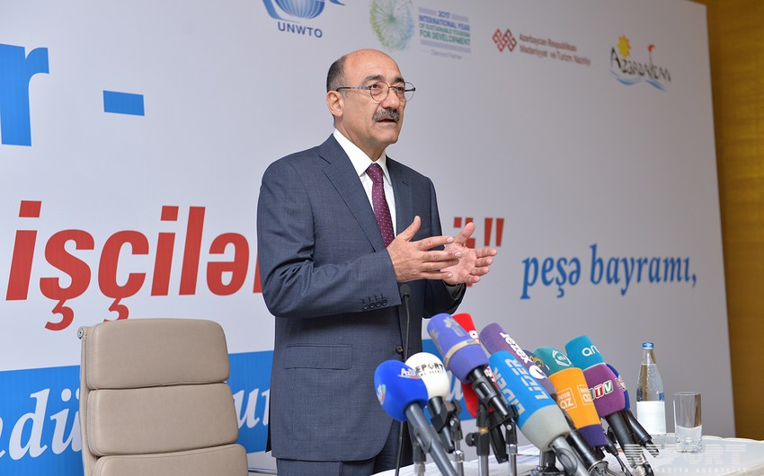 Əbülfəs Qarayev: Turizm sahəsində 100 mindən çox adam çalışır