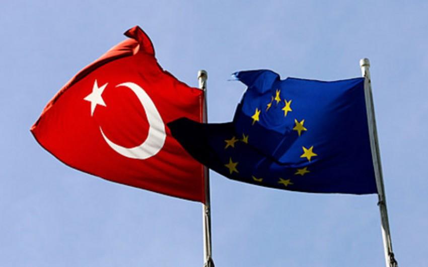 Avropa komissarı: Aİ 2017-ci ildə türklər üçün viza rejimini ləğv edə bilər