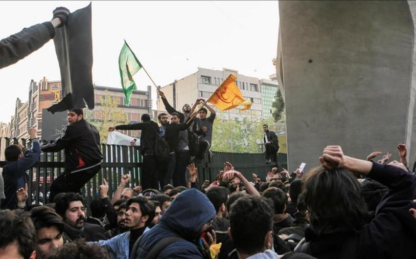 KİV: İranda etiraz aksiyalarında 25 nəfər həlak olub