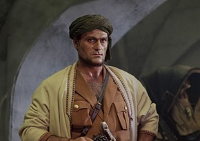Actor starring in White Sun of the Desert taken to hospital with pneumonia