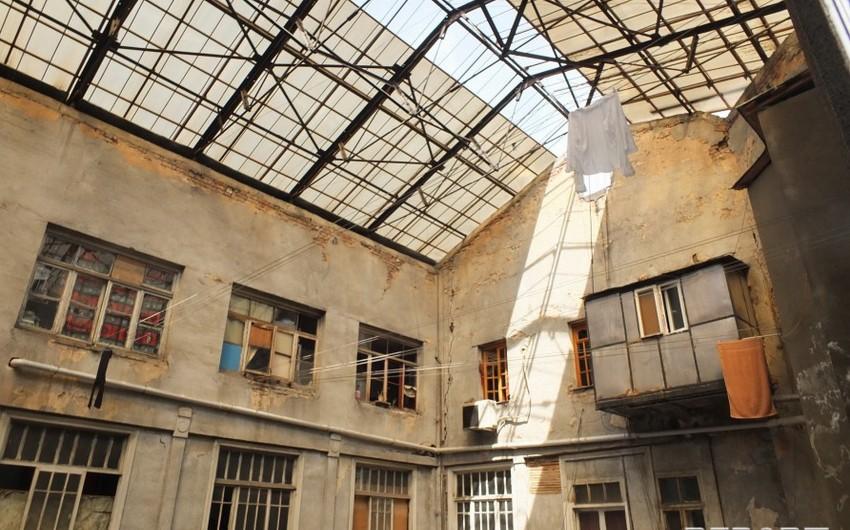 Tbilisidəki Azərbaycan teatrının çətin durumu: bina qəzalı vəziyyətdə, maaş az, aktyor çatışmır - REPORTAJ