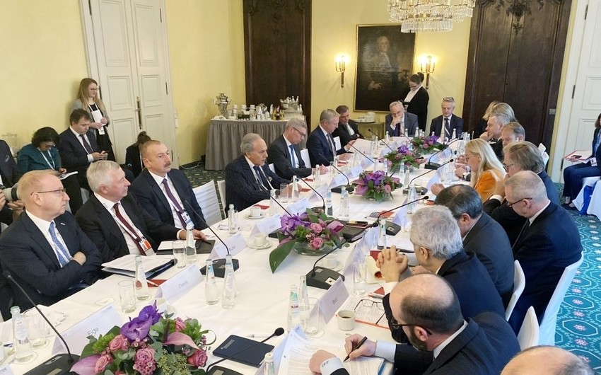 Prezident Münhendə dəyirmi masada iştirak edib - YENİLƏNİB
