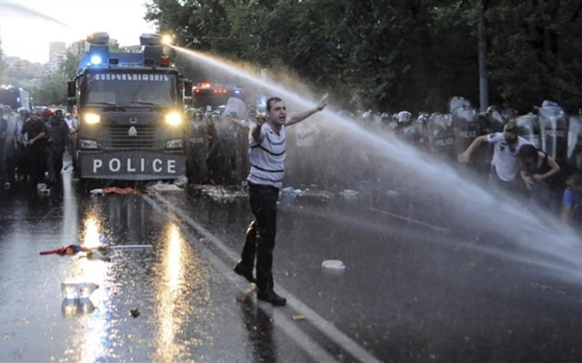 Ermənistanda aksiyada zorakılıq edən polislərə cinayət işi açılıb