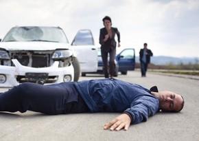 Xaçmazda avtomobil piyadanı vuraraq öldürüb