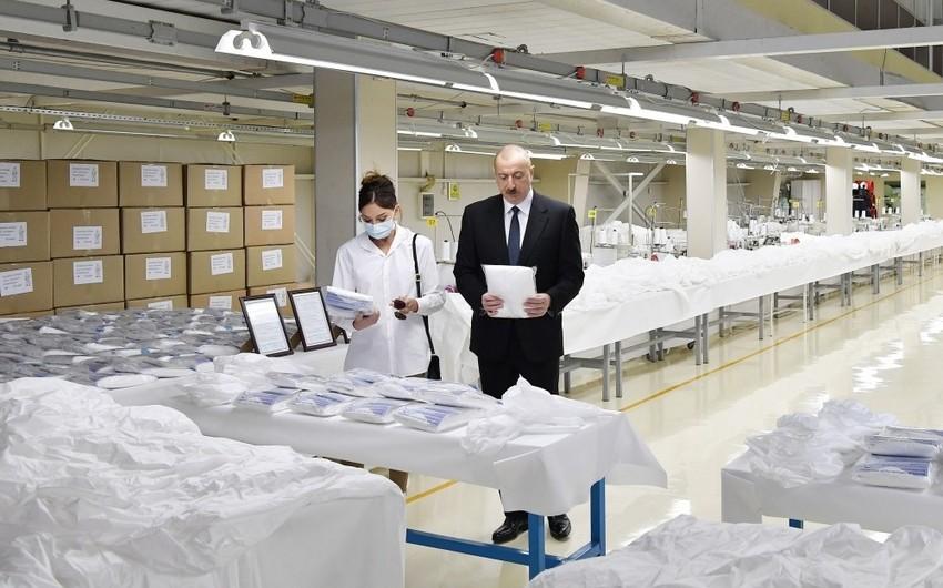 İlham Əliyev və Mehriban Əliyeva Sumqayıtda tibbi maska fabrikinin açılışını etdilər - YENİLƏNİB