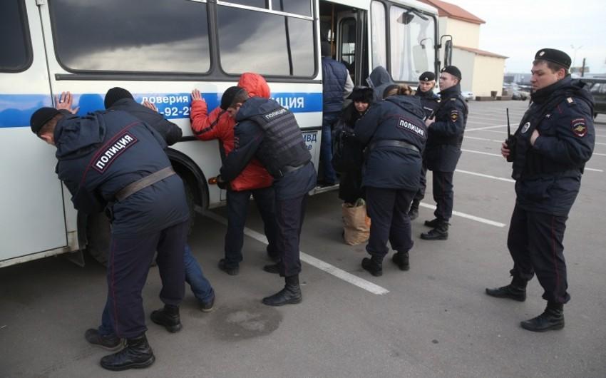 Moskva bazarında aparılan yoxlama zamanı azərbaycanlılar saxlanılıb