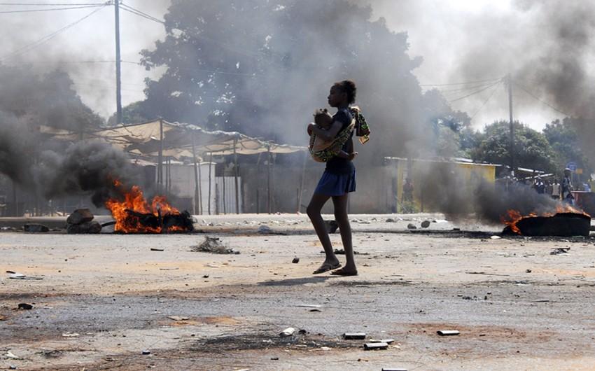 Mozambikdə benzin daşıyan avtomobil partlayıb, 70 nəfər ölüb