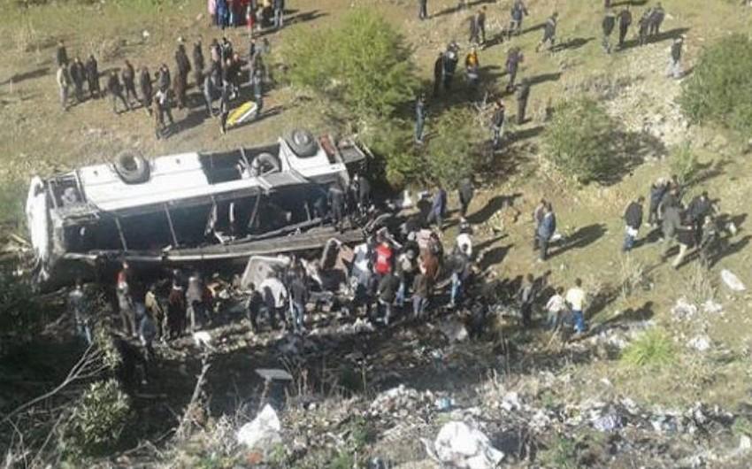 Efiopiyada avtobusun uçuruma düşməsi nəticəsində 40-a yaxın adam ölüb