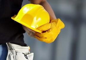 В Баку рабочий упал с высоты и погиб