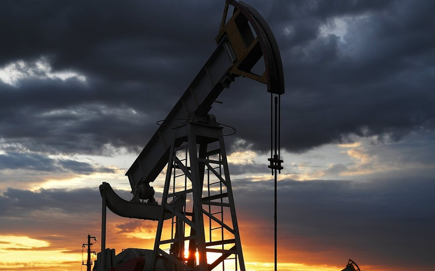 ABŞ-ın ehtiyatlarına dair statistika fonunda neft bahalaşır