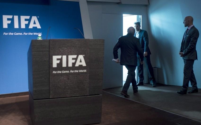 Глава ФИФА ушел в отставку в надежде снизить давление на спонсоров организации