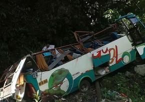 Peruda avtobus dərəyə aşıb, onlarla sərnişin həlak olub