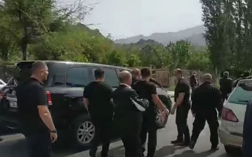 Пашинян после акций протеста покинул город на юге Армении