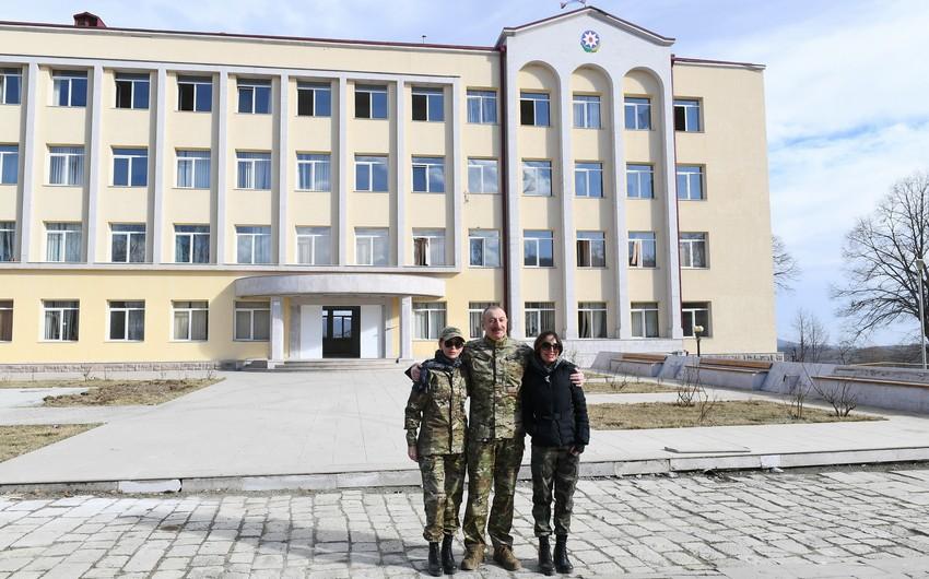 Prezident İlham Əliyev Şuşa icra hakimiyyətinin binası ilə tanışolub