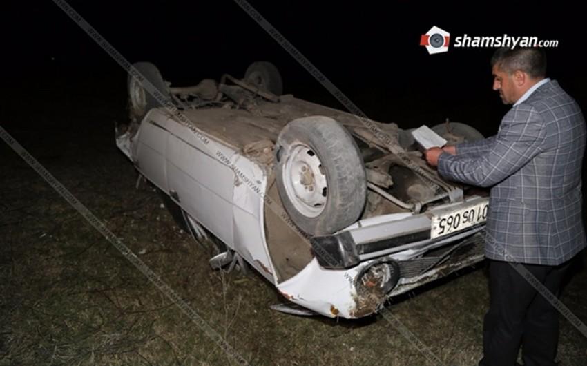 Ermənistanda baş verən yol qəzasında polis zabiti ölüb