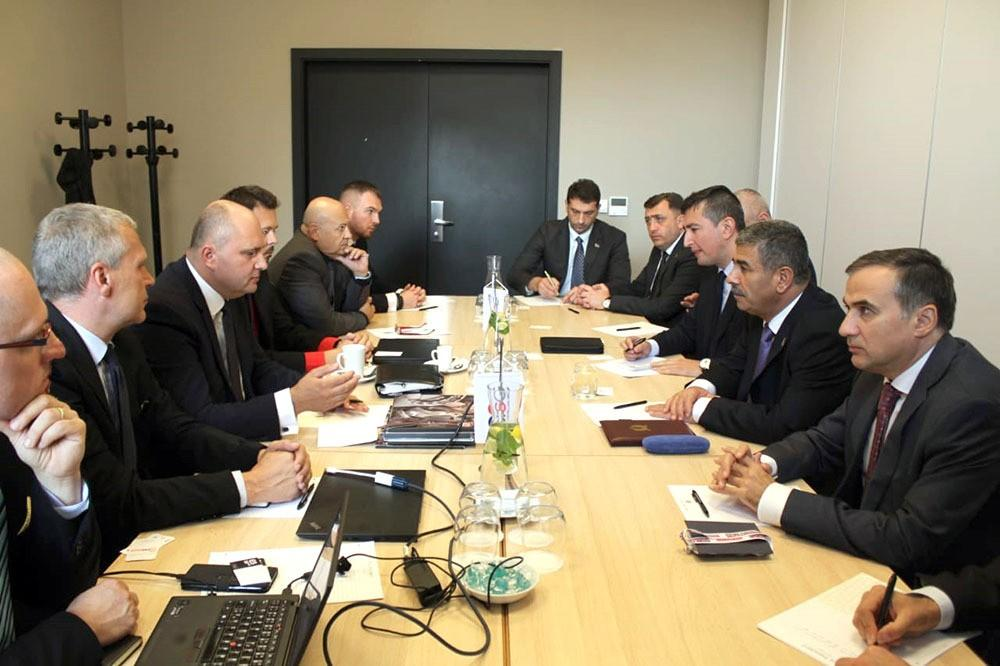 Azerbaijani Defense Minister meets with directory of Czechoslovak Group