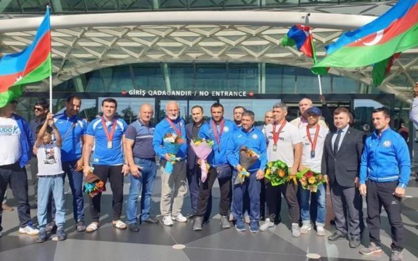 Dünya çempionatında 7 medal qazanan usta cüdoçular Vətənə qayıdıblar - VİDEO