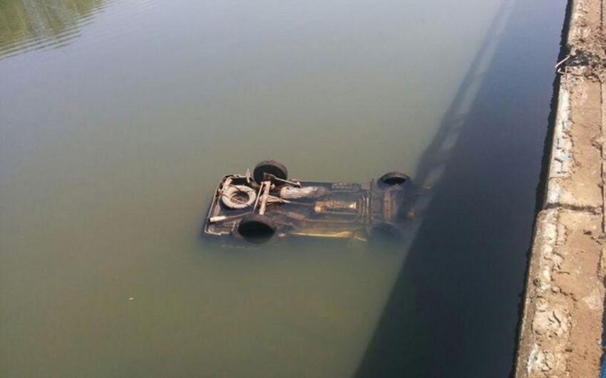 Şəmkirdə avtomobil kanala düşüb sürücü ölüb