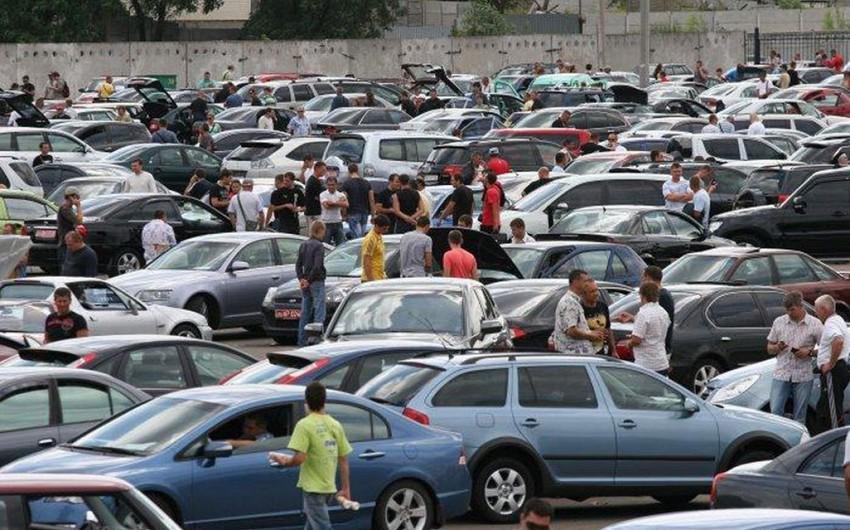 Azərbaycanın avtomobil bazarında son vəziyyət: satan da narazıdır, alan da - VİDEOREPORTAJ
