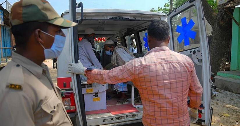 Hindistanda yük avtomobili azı 15 nəfəri vuraraq öldürüb, yaralılar var