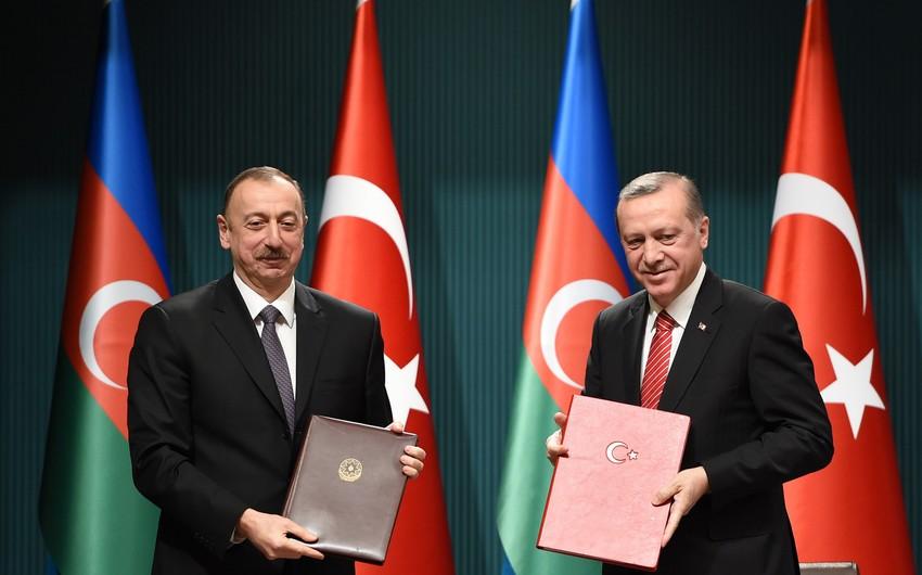 Azərbaycan-Türkiyə sənədləri imzalanıb